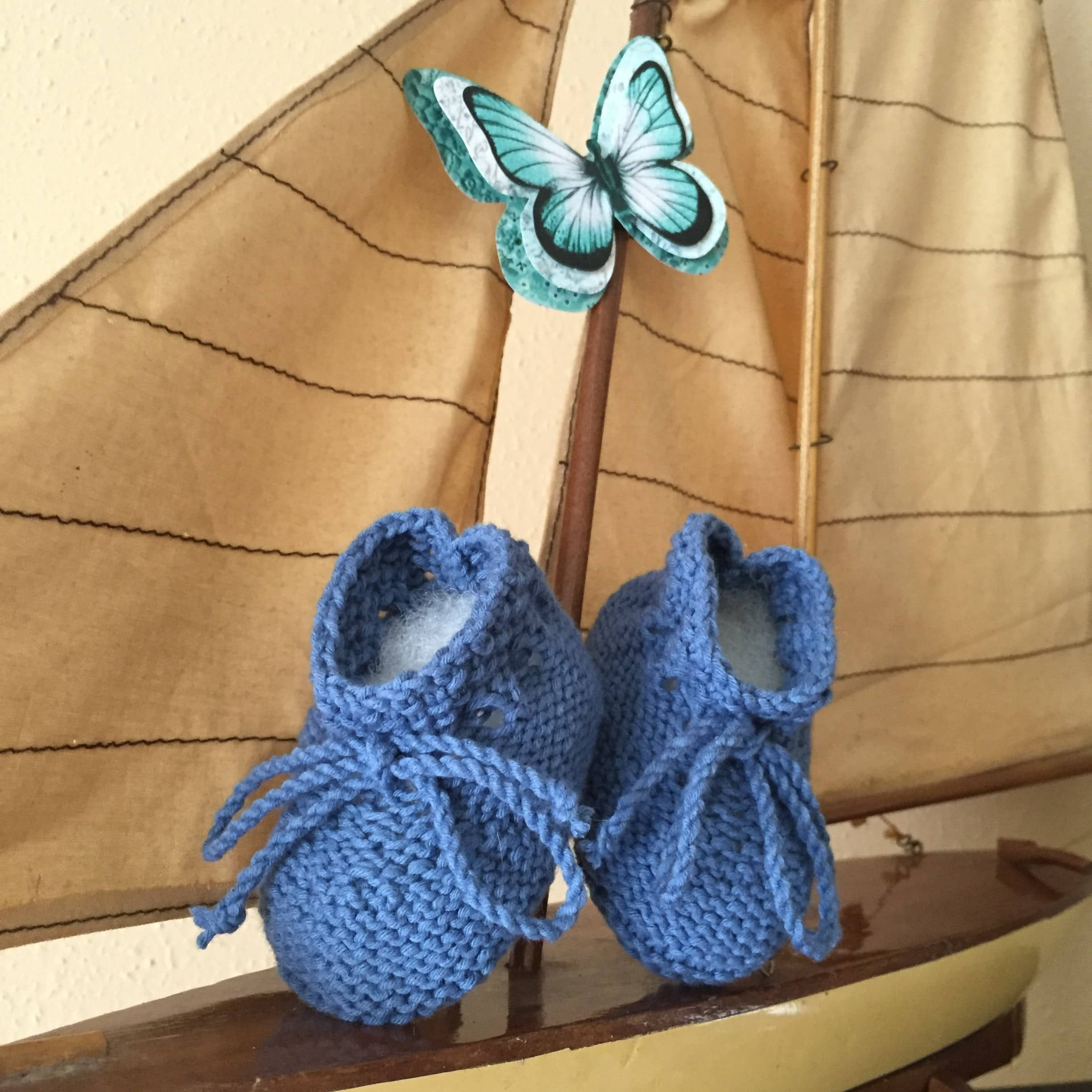DIY – Baby bootees. Free booties pattern.